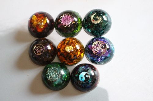Orgonite demi-sphère base 5 cm